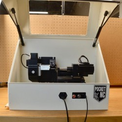 Pocket NC V2-10 dans son enceinte sécurisée ouverte